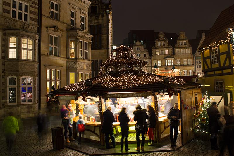 weihnachtsmarkt-bratwurststand