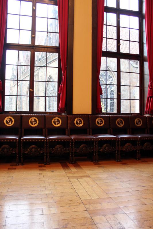 Rathausstühle im Kaminzimmer