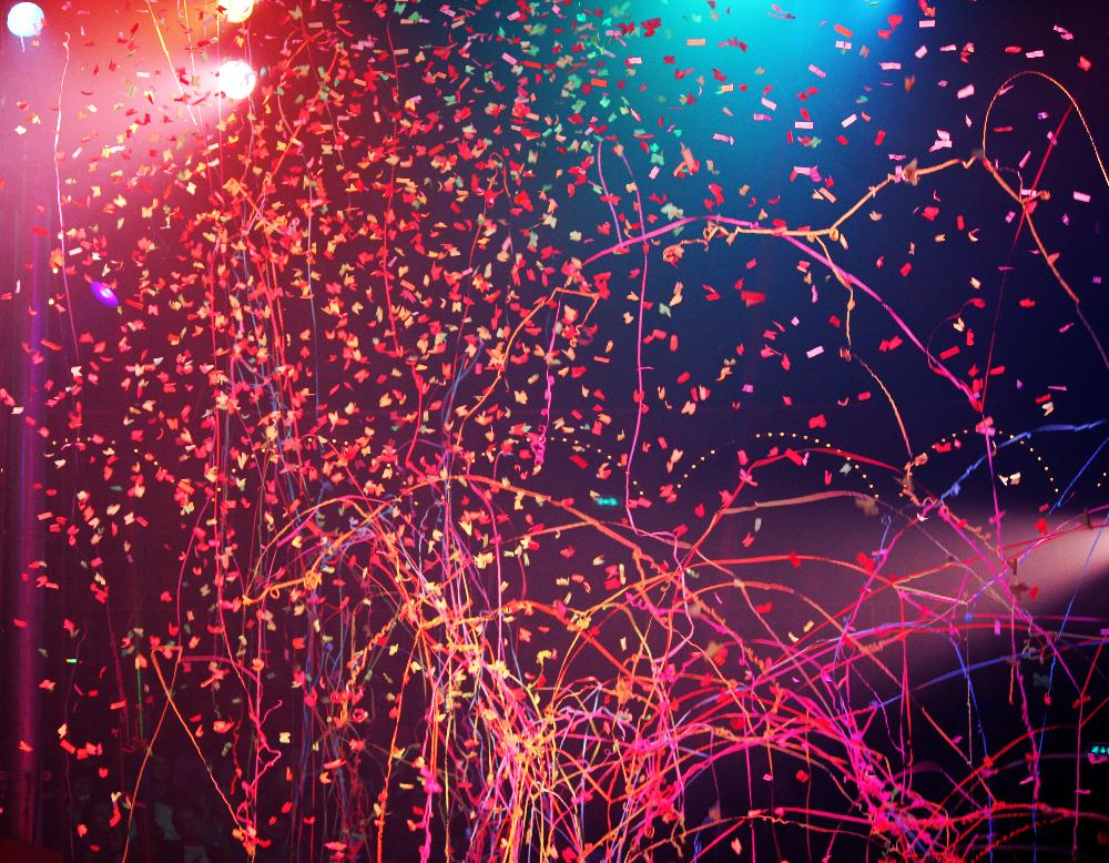 Confetti und Luftschlangen beim Finale