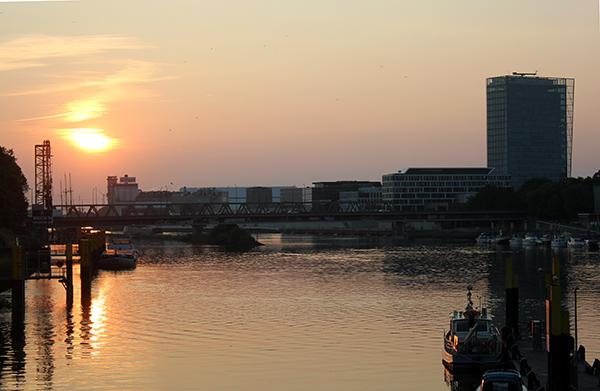 Sonnenuntergang_Weser_Stadt