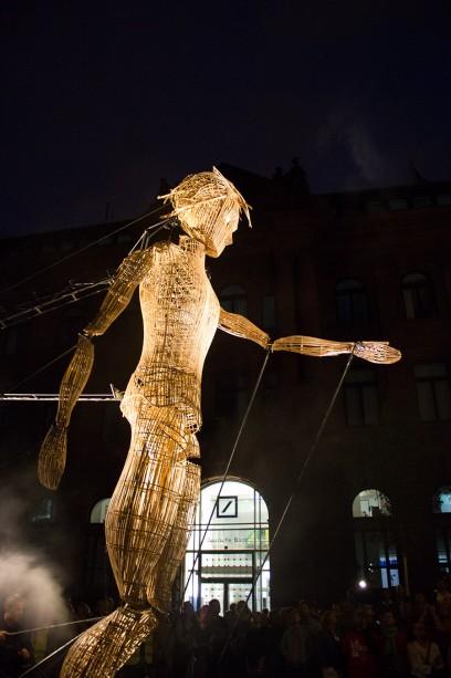 poetic-giants - riesige Weidenmarionette