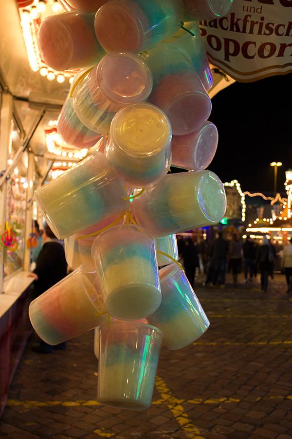 Zuckerwatte in Eimern