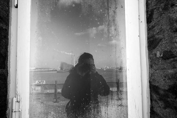 selbstprotrait im Leutturm Fenster