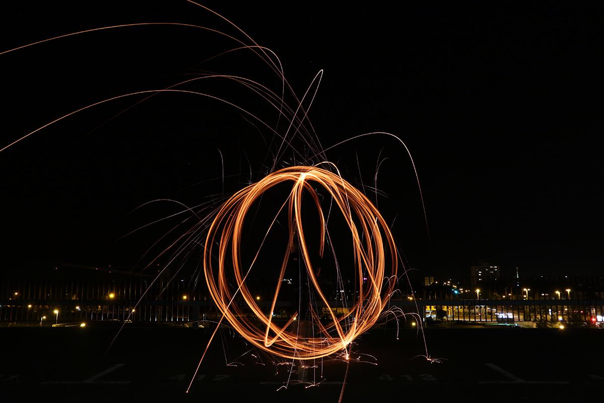 Lichteffekte mit Stahlwolle zeichnen