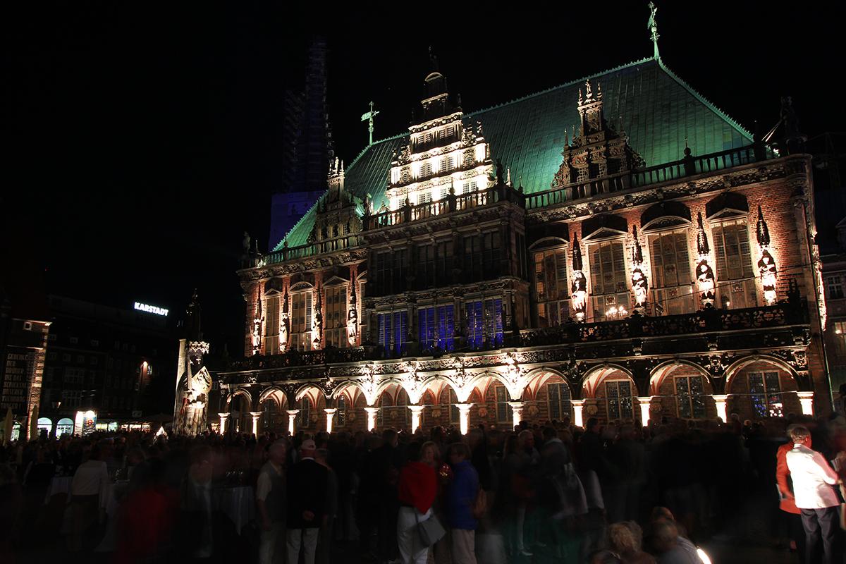 Rathaus erleuchtet