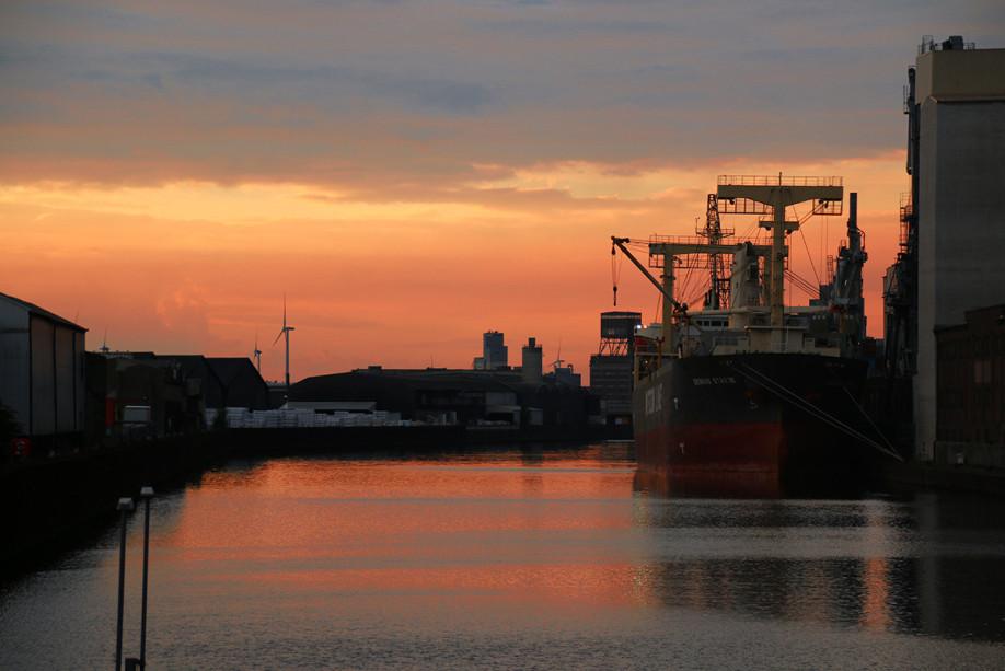 Sonnenuntergang Hafenbecken Bremen Überseestadt