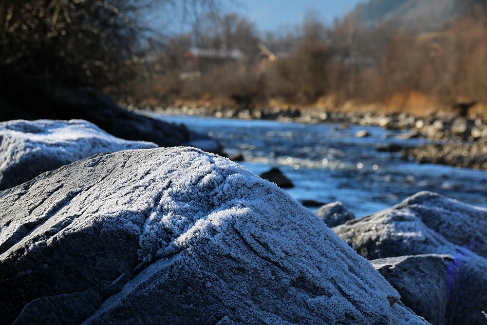 frost-am-fluss