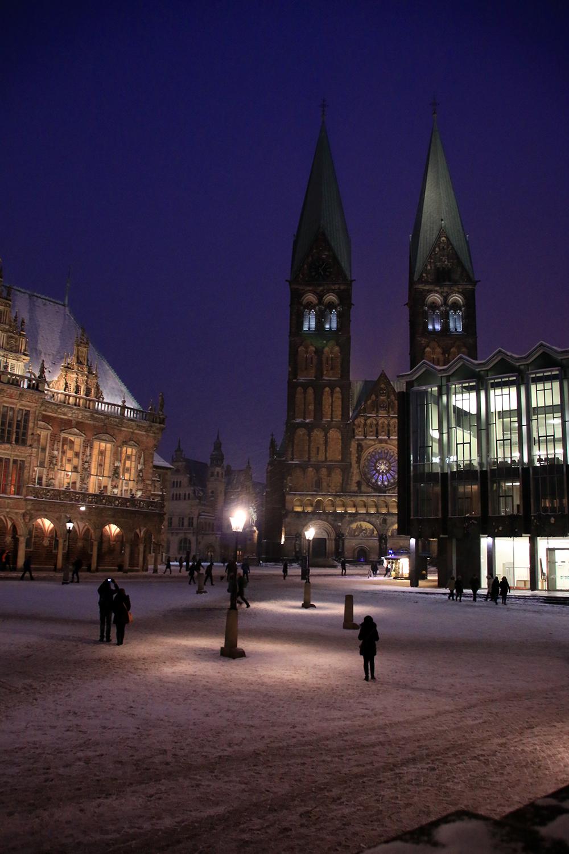 blaue-stunde-schnee-marktplatz